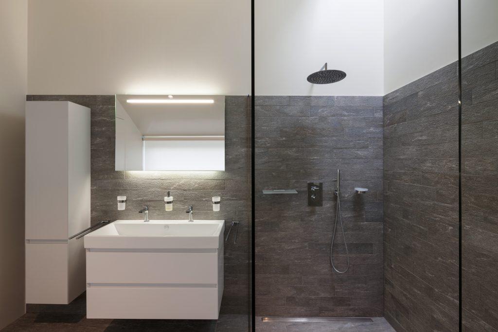 praktiske badeværelsesskabe